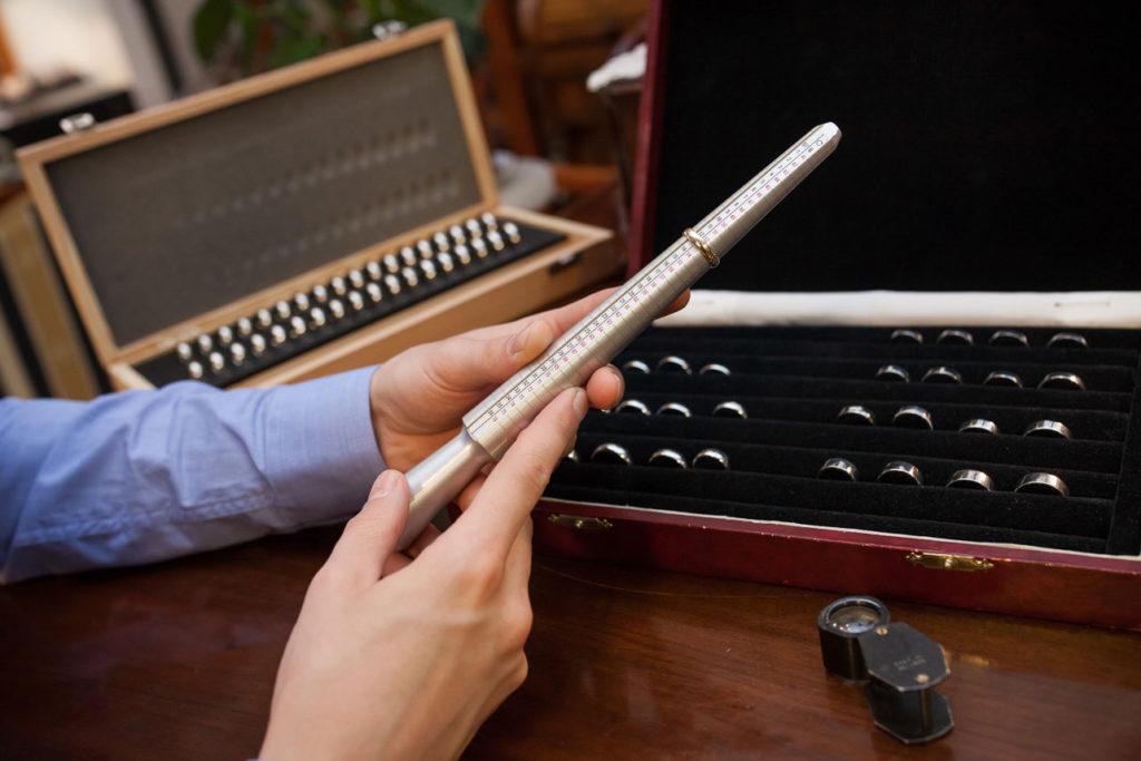 Gyűrűmérő, ékszerész eszköz